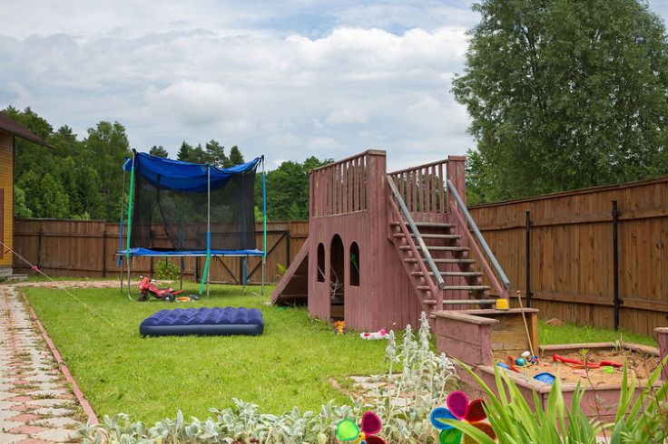backyard-playground-flooring-ideas_12041_736_490